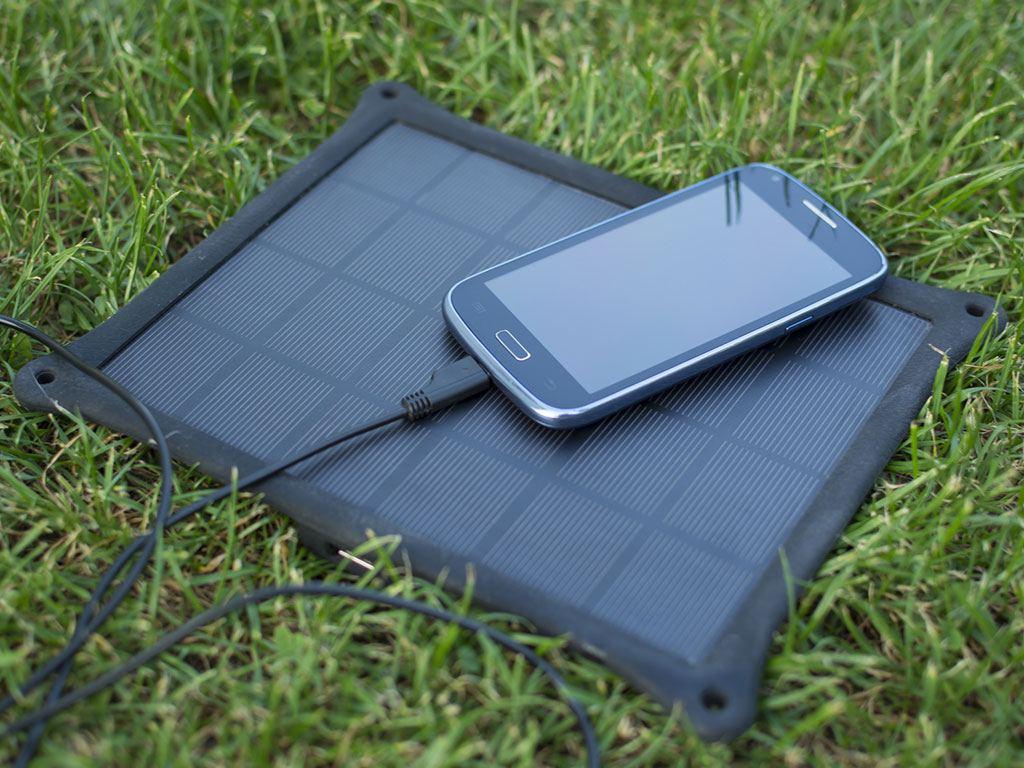 Quelle différence entre panneau solaire portatif low cost et chargeur portable solaire haut de gamme ?